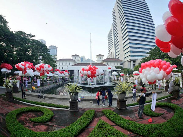 Balai Kota Dihiasi Ribuan Balon, Ahok: Mohon Jangan Diletuskan karena Bukan Balon Hijau