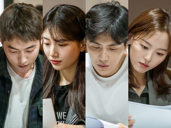 Nam Joo Hyuk, Suzy, Hingga Kim Seon Ho Serius di Sesi Diskusi Naskah Drama 'Start-Up'