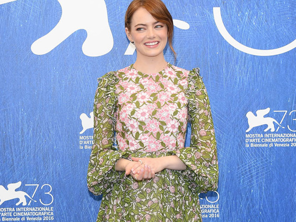 Floral Dress Cantik Emma Stone di Venice Film Festival 2016, Yes or No?