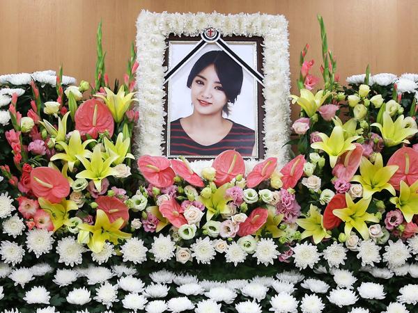 Keluarga, Teman, dan Fans Doa Bersama di Hari ke-49 Pasca Meninggalnya EunB Ladies Code