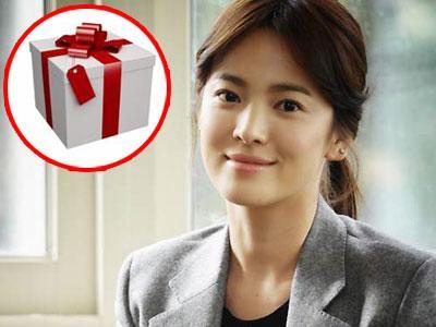 Song Hye Gyo Berikan Hadiah Perpisahan Bagi Staff Dramanya