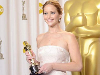 Jennifer Lawrence Tak Ingin Piala Oscar di Rumahnya