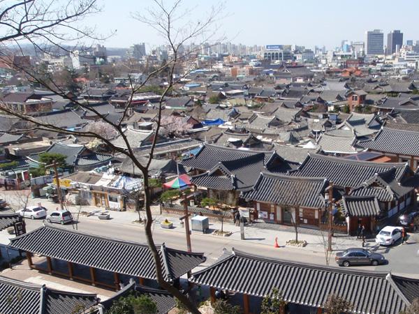 Mengintip Pemandangan Indah di Desa Hanok dengan Rumah Tradisional Korea