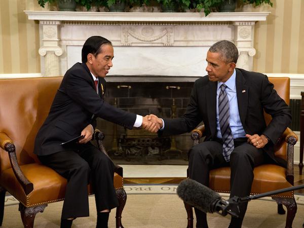 Diajak Berkeliling Kediaman, Obama Ucapkan Bela Sungkawa Untuk Jokowi