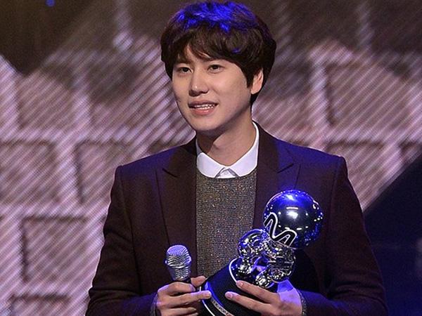 Kyuhyun Tahan Air Mata Harunya Saat Terima Trofi Kemenangan di 'M Countdown'
