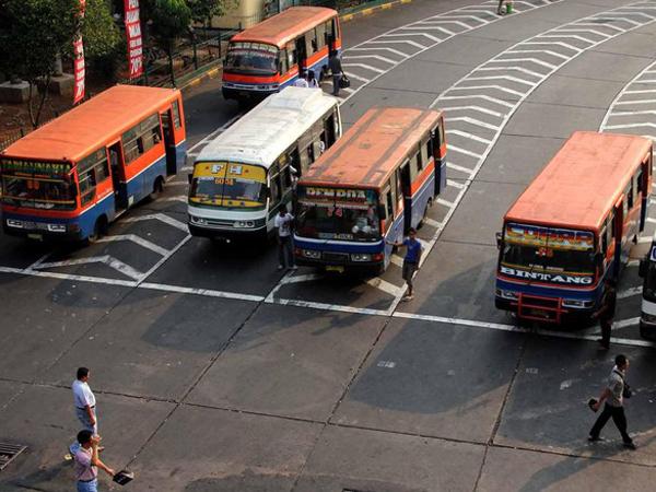 Penumpang Transjakarta Alami Kenaikan, Ahok Sarankan Metro Mini Mogok Selamanya