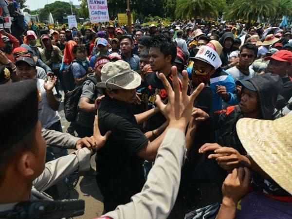 Bertepatan Hari Nelayan Nasional, Ratusan Nelayan Demo Minta Mentri Susi Dicopot dari Jabatan