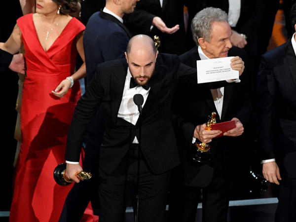 Jangan Di-Bully, Ini Bukti Jika Insiden Salah Sebut Oscar 2017 Bukan Kesalahan Presenter