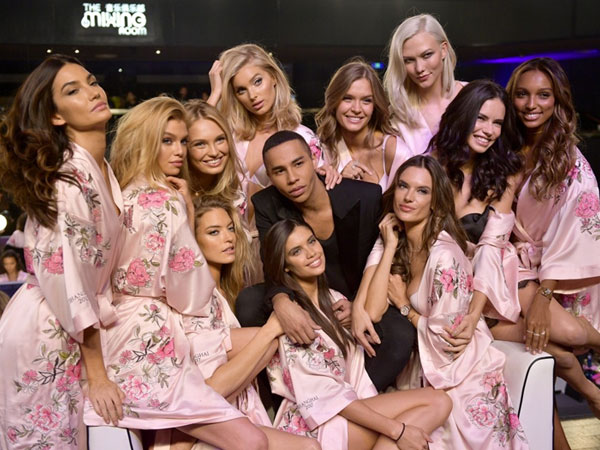Duh, Polisi China Mendadak Hentikan After Party Fashion Show Victoria's Secret