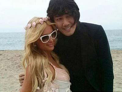 Paris Hilton Batah di Korsel Bareng Kim Jang Hoon