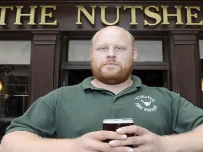Miliki Postur Besar, Pria Ini Dilarang Masuk Bar