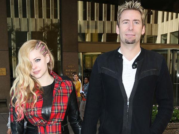 Rumah Tangganya Banyak Masalah, Avril Lavigne Bercerai Untuk Kedua Kalinya?