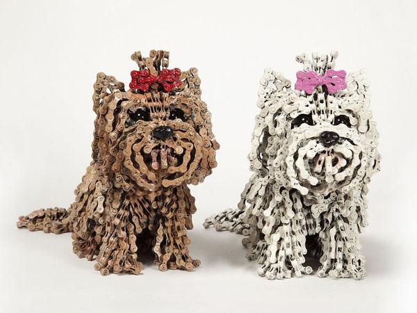 Kreatif, Replika Anjing Ini Terbuat Dari Rantai Sepeda Bekas