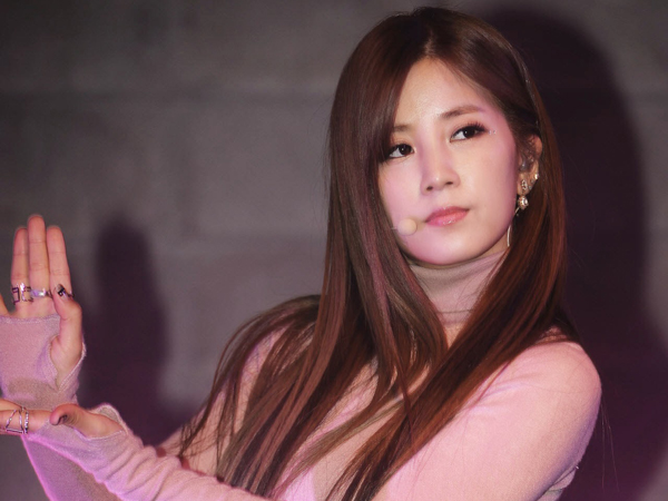 Wah, Chorong A Pink Dibuat Nangis Oleh Fans Di Acara Fan Signing!