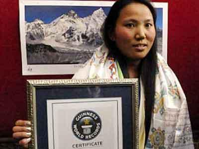 11 Hari, Wanita Nepal Daki Himalaya 2 Kali