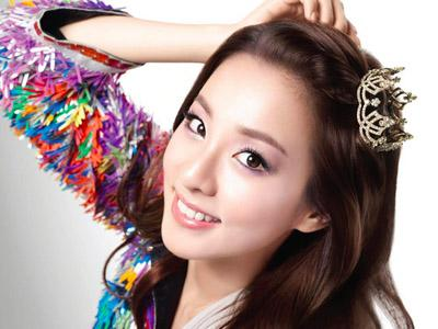 Dara 2NE1 Promosikan Bulgogi di Kafetaria YG Entertainment