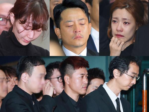 Isak Tangis Sahabat, Kekasih, Hingga Fans Iringi Prosesi Pemakaman Kim Joo Hyuk