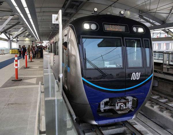MRT Angkut 4 Ribu Penumpang di Hari Pertama Uji Coba