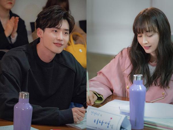 Seriusnya Lee Jong Suk, Lee Na Young, dan Pemain 'Romance Supplement' di Sesi Diskusi Naskah