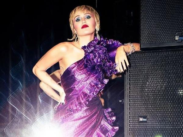 Miley Cyrus Ngaku Pernah Dikejar UFO
