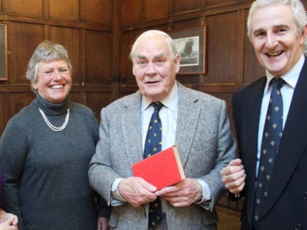 Telat Kembalikan Buku Selama 65 Tahun, Pria Ini Didenda 28 Juta!