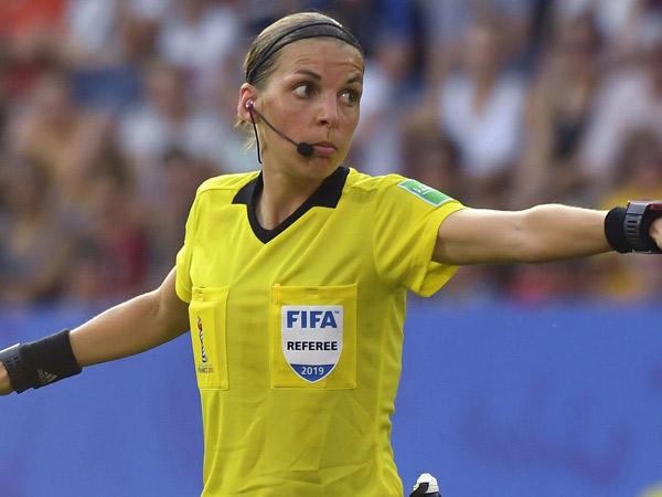 Stephanie Frappart Jadi Wasit Wanita Pertama di Liga Champions