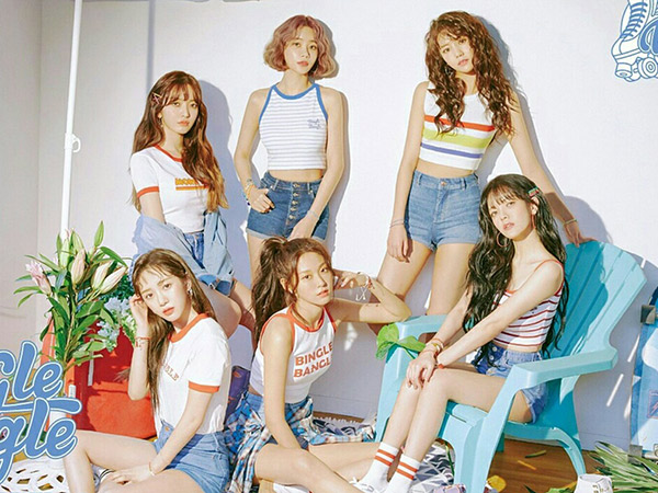 Sambut Musim Panas, AOA Tampil Cheerful Jadi Karakter Games di MV Comeback 'Bingle Bangle'