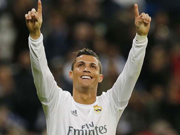 Perdana, Cristiano Ronaldo Ungkap Wajah Anak Kembarnya!