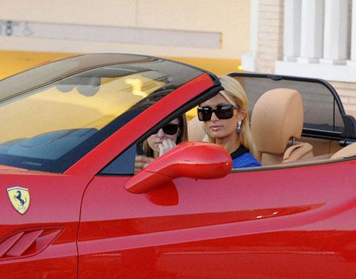 Mobil Mewah Baru, Paris Hilton Keliling Los Angeles