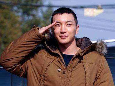 Selamat Menjalani Wajib Militer, Leeteuk!