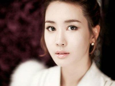 Lee Da Hae Berikan Hadiah Kue Beras Pada Seluruh Kru 'Iris 2'