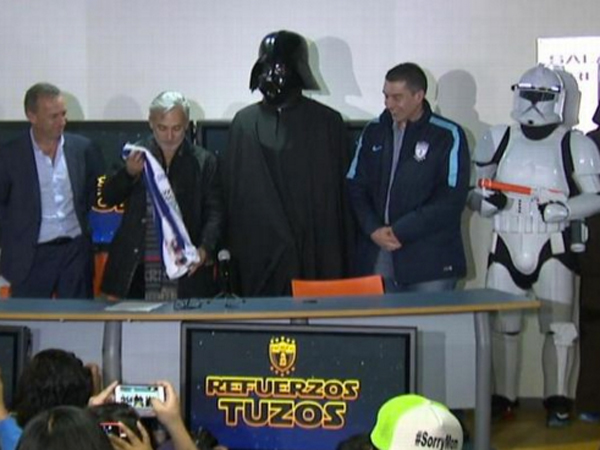 Ikut Demam 'Star Wars', Klub Sepakbola Ini Rekrut Darth Vader!