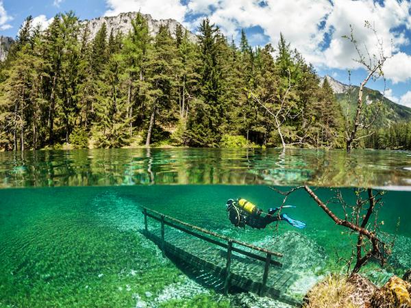 Taman Di Austria Ini Berubah Menjadi Danau Saat Musim Semi!