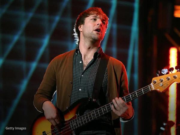 Bassist Maroon 5, Mickey Maden Ditangkap karena Kasus KDRT