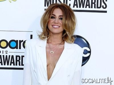 Miley Cyrus Tampil Berani di Billboard Music Awards 2012