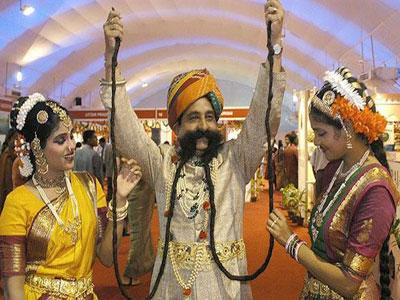 Wow, Ram Singh Cetak Rekor Kumis Terpanjang di Dunia