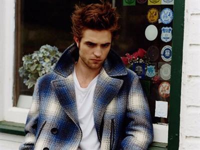 "Robert Pattinson ""Mengungsi"" ke Inggris?"