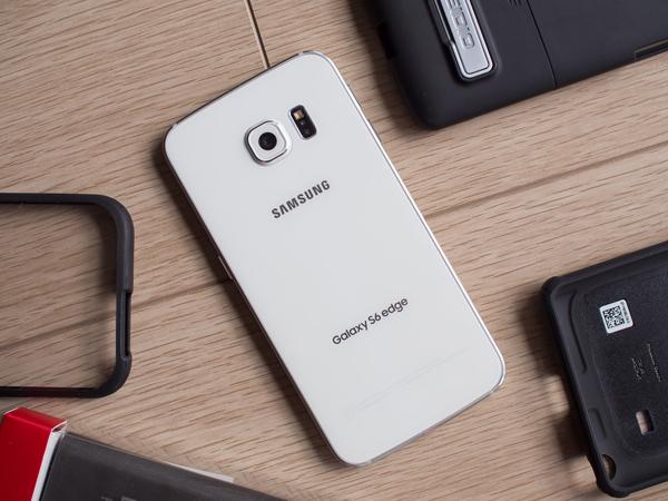 Ikuti Jejak LG, Samsung Akan Pasang Fingerprint di Belakang Ponsel?