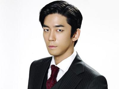 Shin Sung Rok Jauhkan Image Psikopat Saat Bertemu Fans di Set 'Man From the Stars'