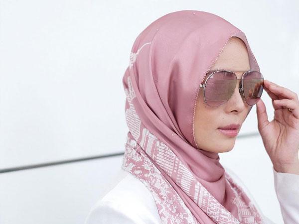 Terjual Laris Dalam 5 Menit, Apa Keistimewaan Hijab Jutaan Rupiah yang Bikin Heboh Ini?