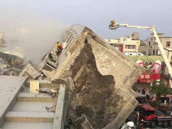 Ratusan Orang Dievakuasi, Gempa Taiwan Runtuhkan Bangunan Setinggi 17 Lantai