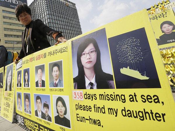 Tim Penyelamatan Berhasil Identifikasi Satu Jenazah Korban Tenggelam Kapal Sewol