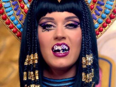 Lecehkan Simbol Tuhan, MV 'Dark Horse' Katy Perry Dikecam Penggemar Muslim?