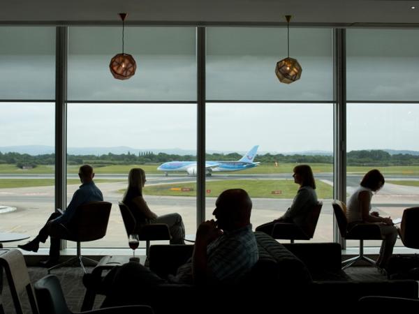 Wah, Bandara Ini 'Paksa' Penumpang untuk Berpakaian Rapi!