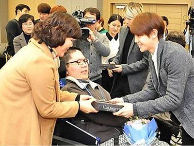 B2ST Kunjungi Upacara Kelulusan Murid-murid Berkebutuhan Khusus