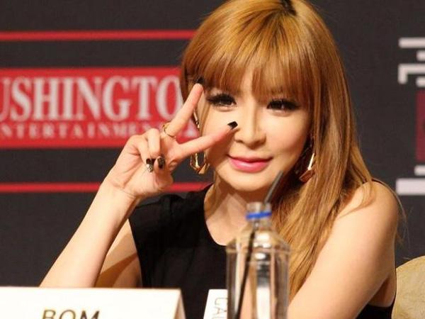 Bertemu dengan Fans di Jalan, Wajah Park Bom 2NE1 Terlihat Berubah?