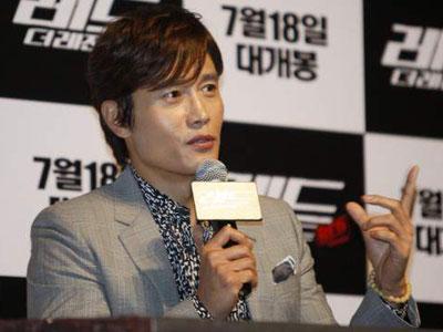 Makian Lee Byung Hun Dalam Bahasa Korea di Red 2 Dianggap Jenius!