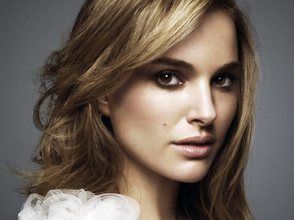 Aktris Cantik Natalie Portman Akan Bintangi Film Biopik Steve Jobs?