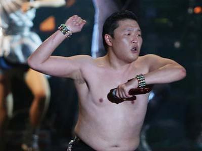 Psy Tampil Telanjang Dada Ketika Konser di Seoul