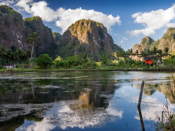 Tidak Kalah Dengan China, Indonesia Juga Punya Taman Hutan Batu Yang Menakjubkan!